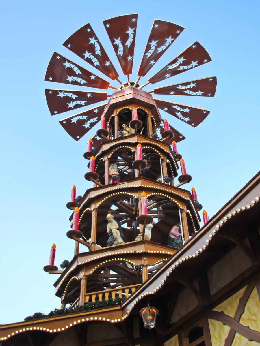 german-christmas-pyramid-1412397